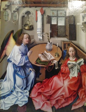 Central panel - the Annunciation.